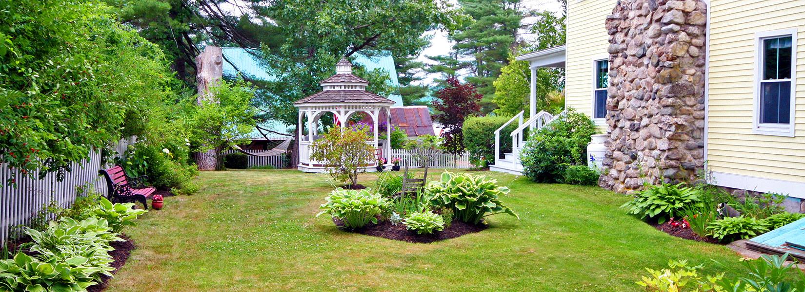 Yard at Lakeview Inn